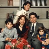 Photo 33 of 35 - Amine Gemayel en famille 1983