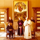 Photo 34 of 88 - Pape Jean Paul II 1982