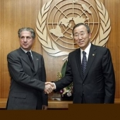 Photo 23 of 56 - Former President Amine Gemayel meets Secretary General Ban Ki moon in New York 09022007